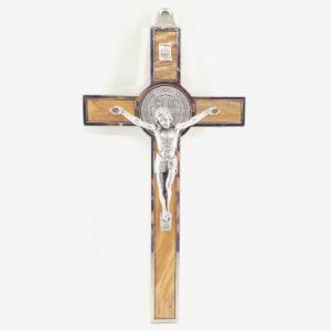 Włoski krzyż z Drzewa Oliwnego z medalikiem św. Benedykta 19 cm